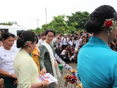 移動図書館始動式がミャンマー・コーム地区で行われました。