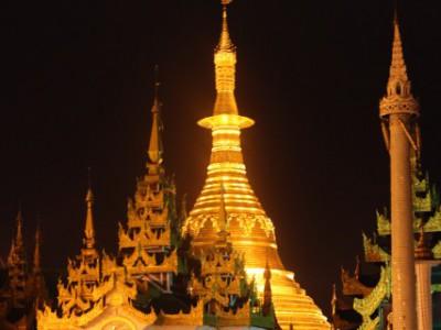 ミャンマー水かけ祭りに出展します。